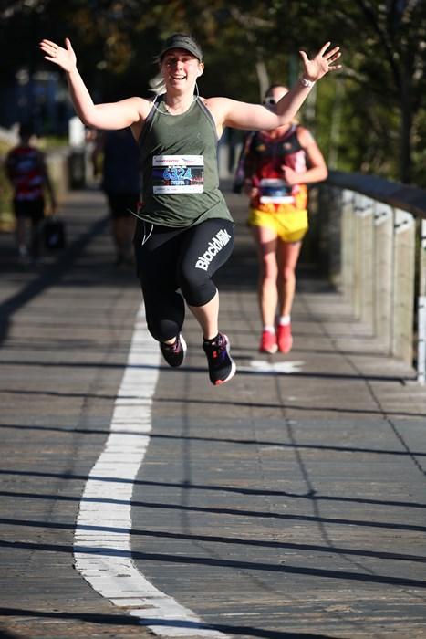 Jumping girl - Half marathon rr2019